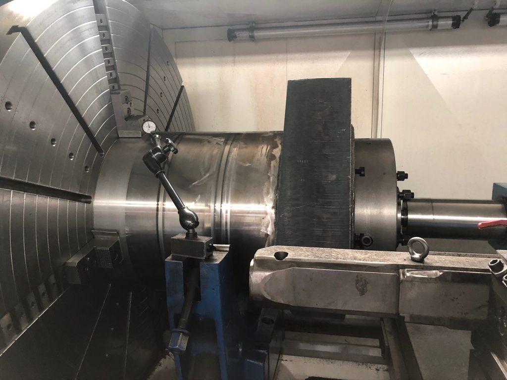 Neues Zylinderrohr auf der CNC Drehmaschine